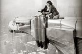 Margaret Bourke-White travaillant en haut du Chrysler Building, New York, New York, 1935 (détail)
